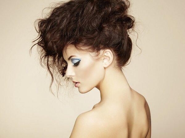 Auf die Schnelle: Party-Make-up und -Frisur