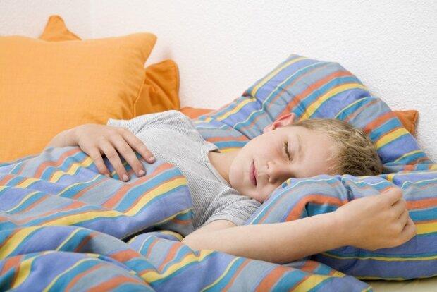 Bettnässen gibt sich bei Kindern oft von selbst