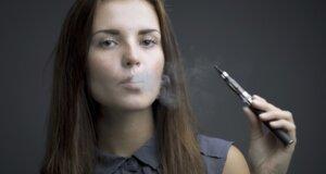 Britische Mediziner: E-Zigarette verringert Gesundheitsschäden durchs Rauchen