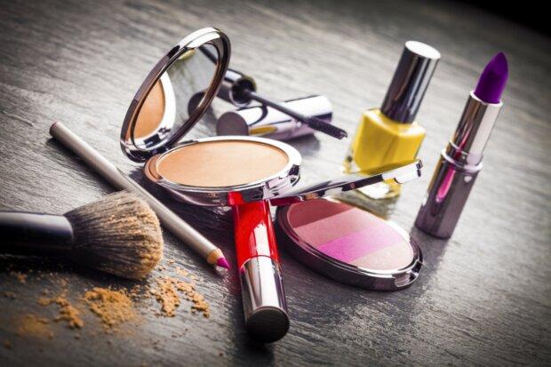 Make-Up, Cremes, Lippenstifte, Nagellacke und Co.