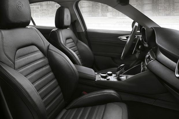 2017-Alfa-Romeo-Giulia-Veloce-2