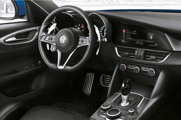 2017-Alfa-Romeo-Giulia-Veloce-4