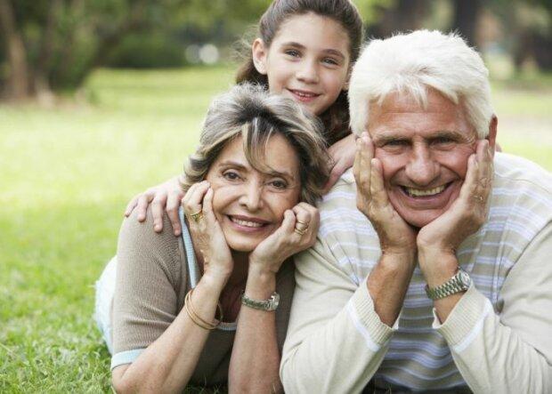So halten Enkel ihre Großeltern gesund