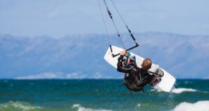 So lernt man Kitesurfen
