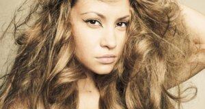 Krause Haare: Das hilft gegen Frizz
