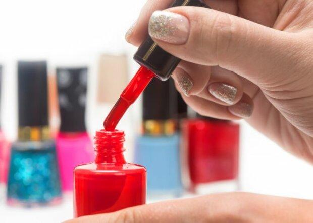 Glitter, Glanz, Glamour: Nageldesign-Tipps für Silvester